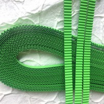 Korean corrugated strips for quilling, Light green (10 pieces)